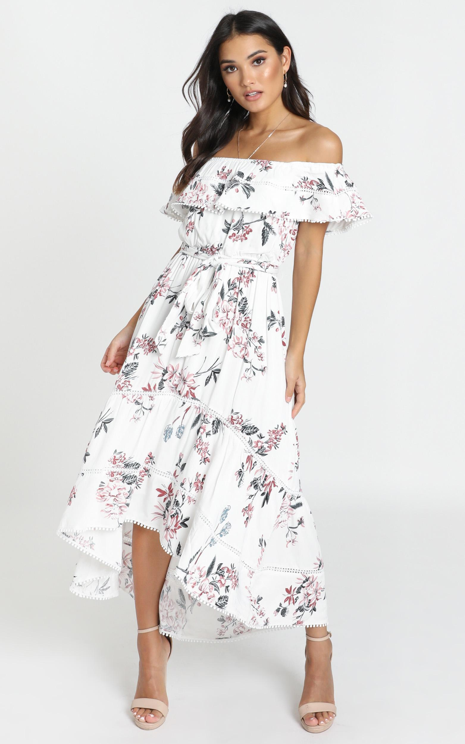 Ada Frill Maxi Dress in white floral - 16 (XXL), White, hi-res image number null