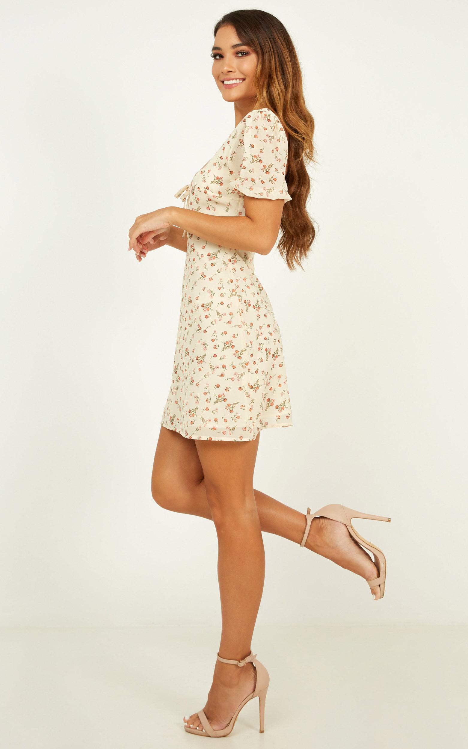 Sunset Boulevard Dress In cream floral - 20 (XXXXL), Cream, hi-res image number null