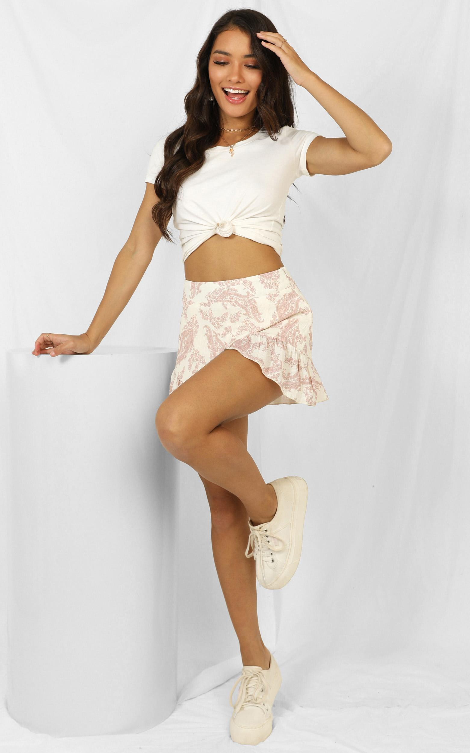 Blame It On The Heart shorts in cream paisley - 20 (XXXXL), Cream, hi-res image number null