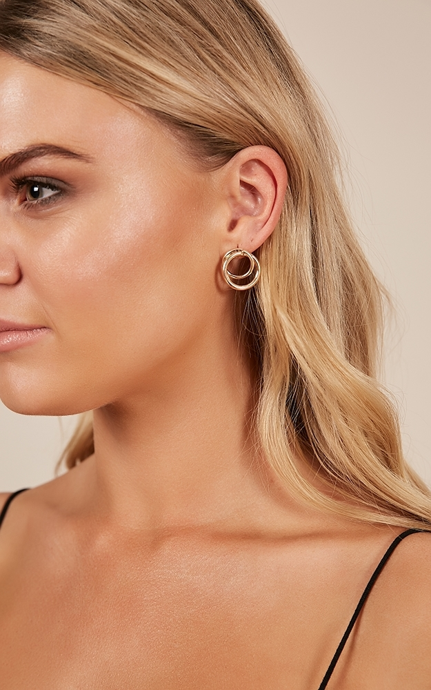 Indefinitely earrings in gold, Gold, hi-res image number null