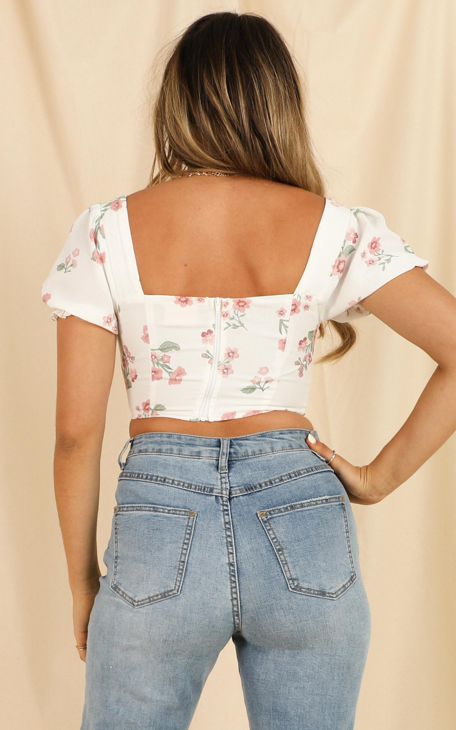 For A Change top in white floral - 12 (L), White, hi-res image number null