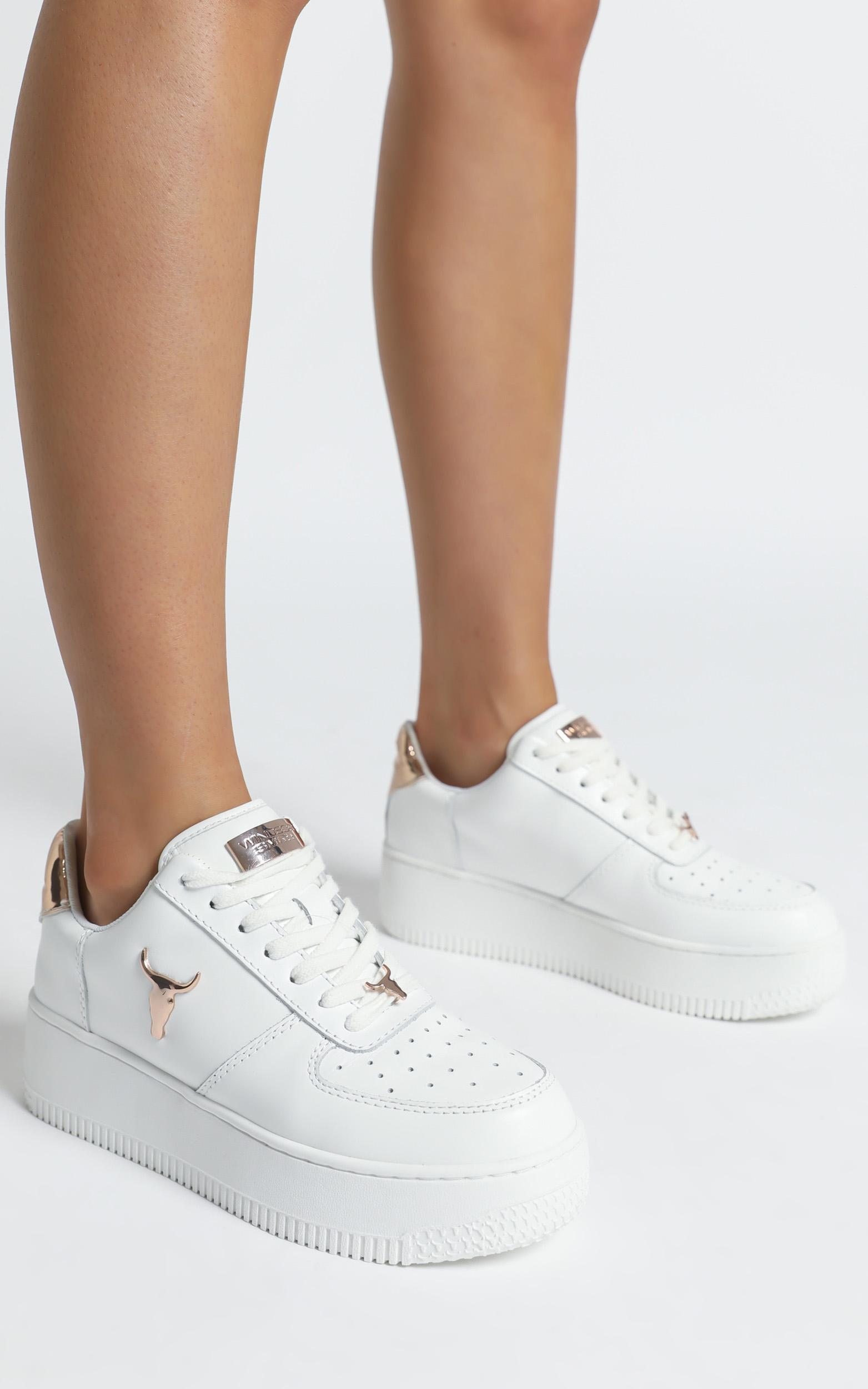 Windsor Smith - Rich Sneakers in White Leather With Rose Gold 3D Bull Hardware - 6, WHT2, hi-res image number null