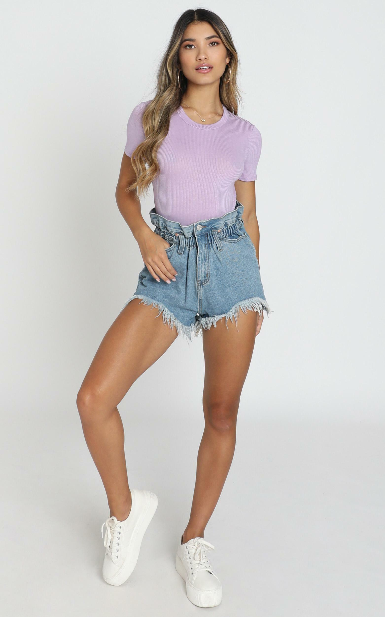 Wannabe Babe Shorts in light blue wash - 8 (S), Blue, hi-res image number null