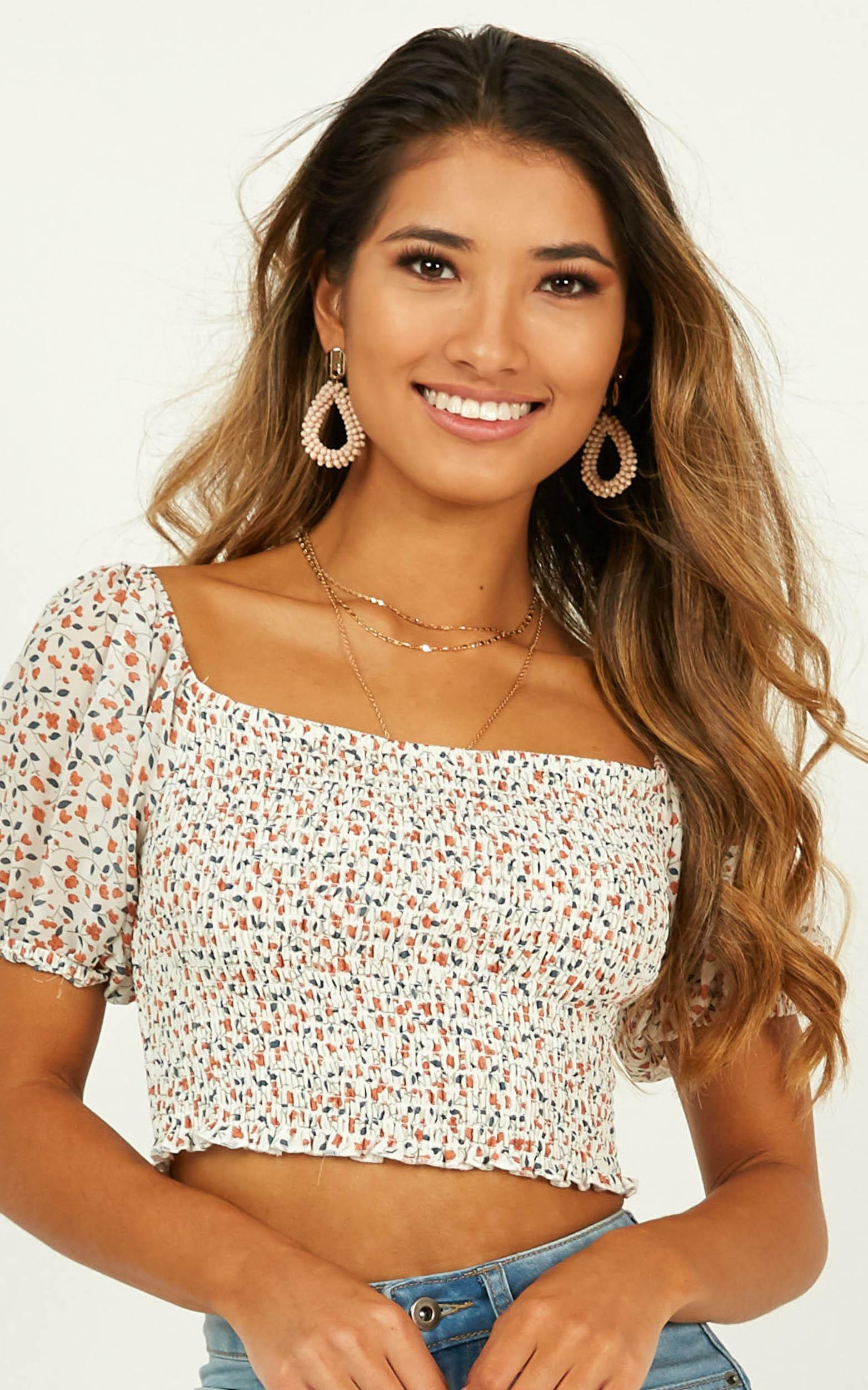 Every Move Top In white floral - 14 (XL), White, hi-res image number null