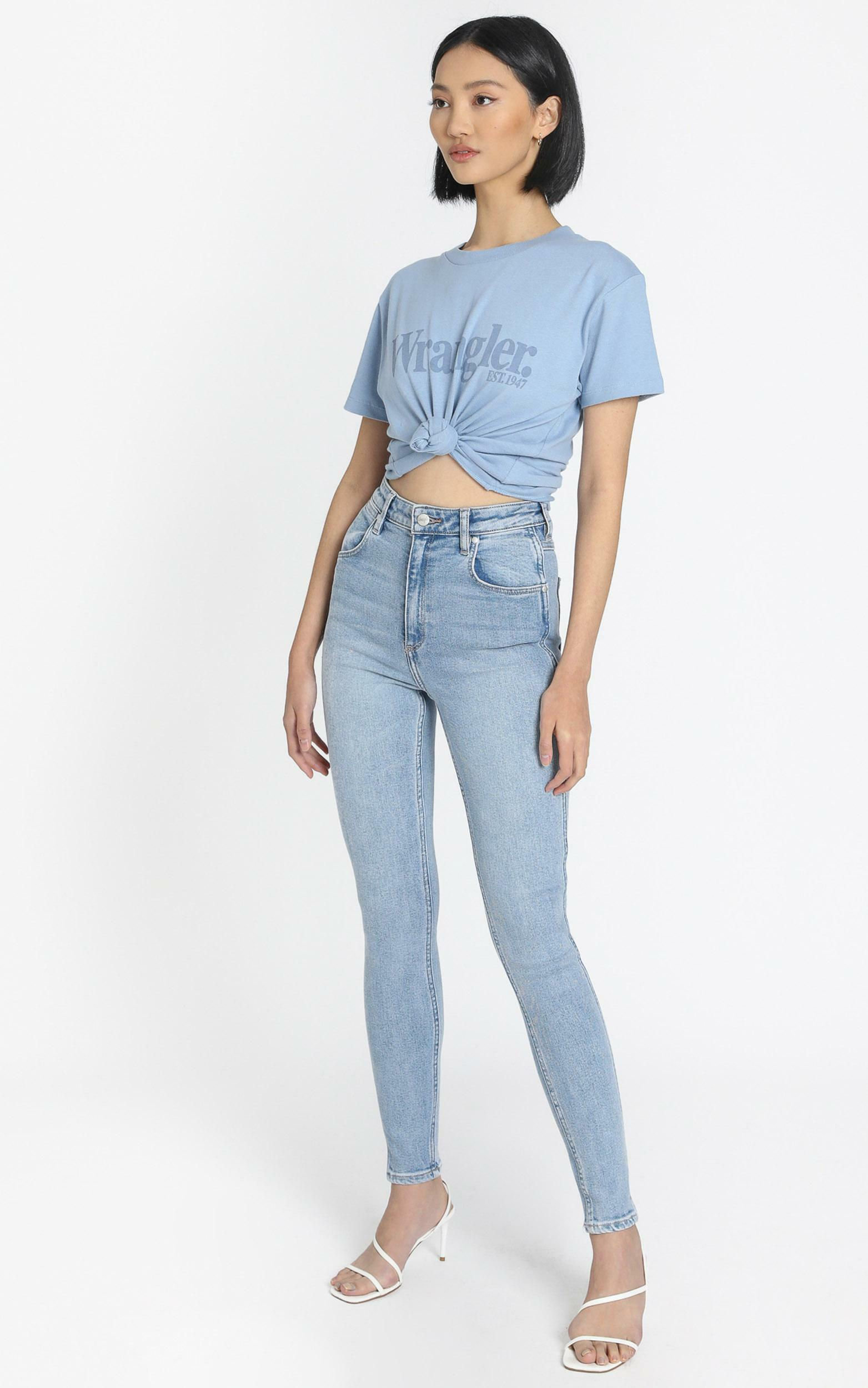Wrangler - Lights Logo Tee in Dusty Blue - 6 (XS), Blue, hi-res image number null