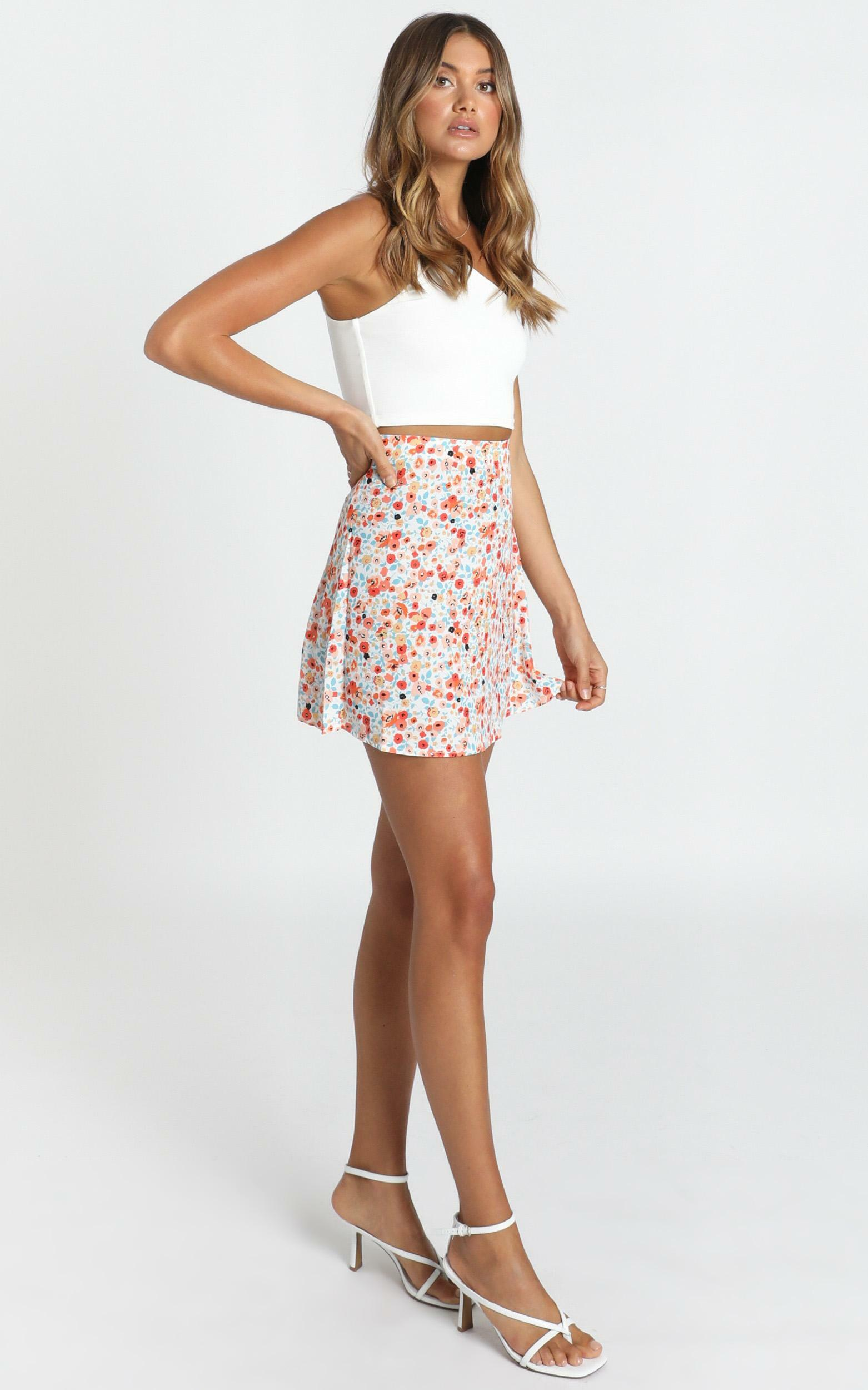 Running Away skirt in multi floral - 16 (XXL), White, hi-res image number null
