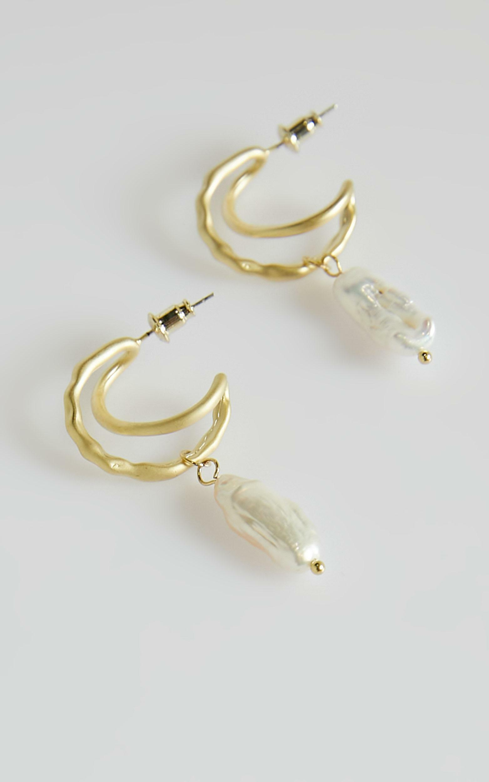 Wonderful World Earrings in Pearl, GLD1, hi-res image number null